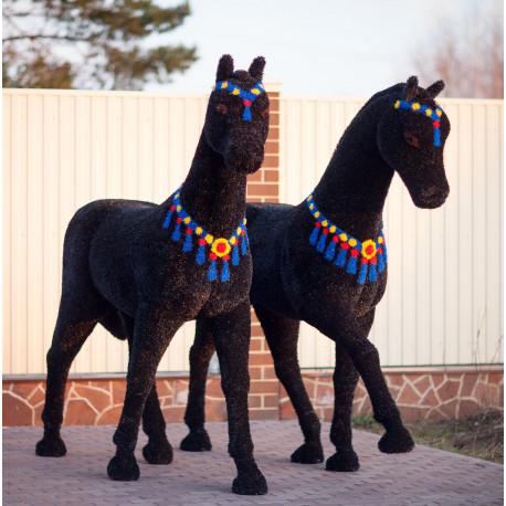 Топиари две лошади